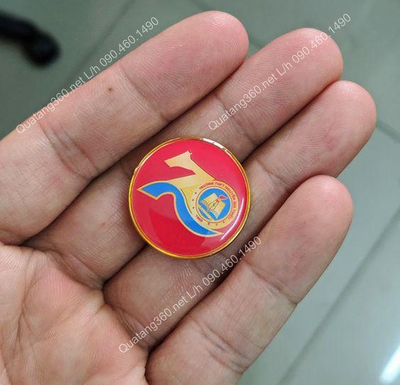 Huy hiệu đồng kỷ niệm thành lập trường