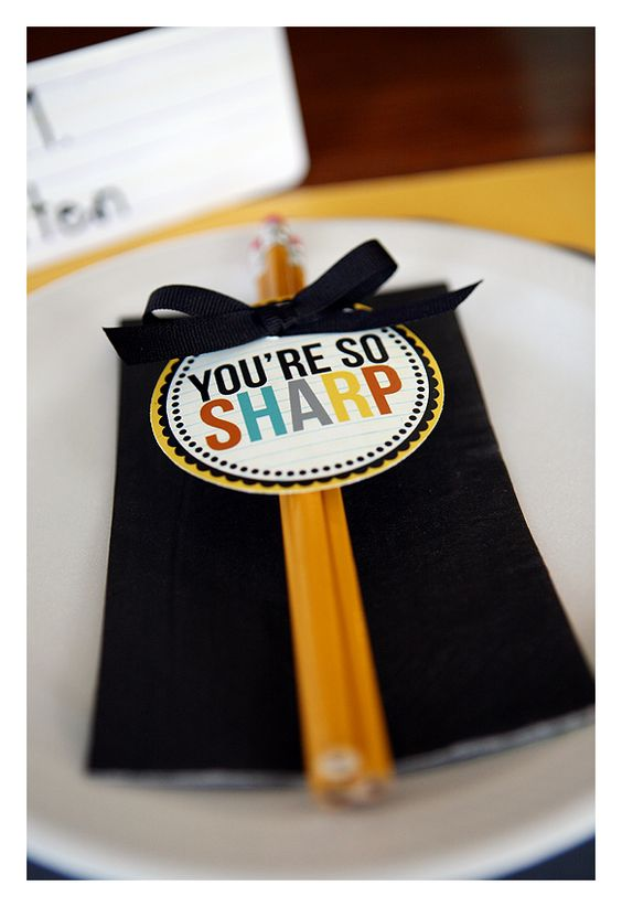 A great Welcome to School! idea for the first day.  I love this blog too. eighteen25: back to school
