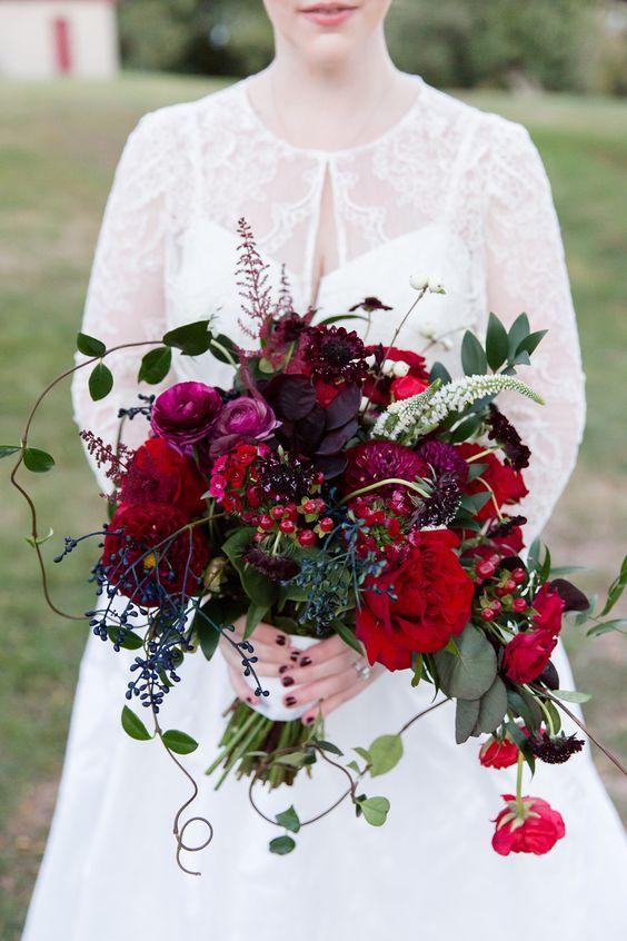 Modne Bukiety Slubne Slub I Wesele 2018 Trendy Slubne 2018 Kwiaty Do Slubu Dekoracje Slubne Red Bouquet Wedding Red Wedding Flowers Winter Wedding Bouquet