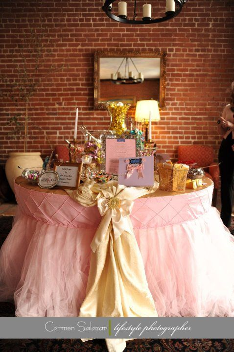 Love this table cloth...but where the pink is, it to be pearl white w/yellow bow!