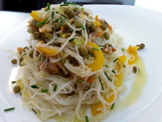 Fideos de arroz con verduras y berberechos – Vermicelli di riso con verdure e tartufi.