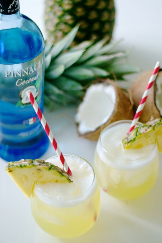 Skinny Piña Colada (find this recipe and more at pinnaclevodka.com) 2 part(s) Pinnacle® Coconut Vodka 4 part(s) Club Soda Splash of Pineapple Juice Mix in a glass filled with ice and garnish with a pineapple slice.
