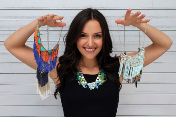 Collares intervenidos http://www.brit.co/fringe-necklaces/