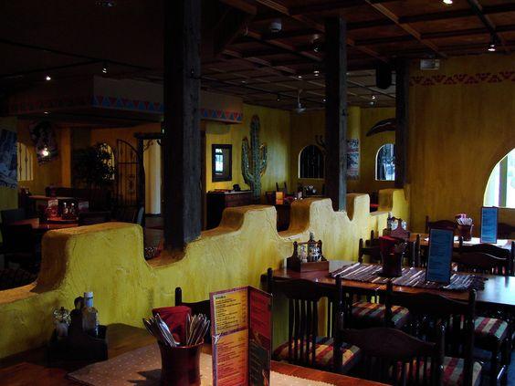 Ravintola Gringos Locos tuo Seinäjoen keskustaan palasen Tex Mexin maistuvaa maailmaa. Isot loosit, puupöydät ja autenttinen sisustus tarjoavat loistavat puitteet mihin tahansa iltaan; niin yksityis- kuin yritysjuhliin ja -kokouksiinkin. Asiakaspaikkoja ravintolassa riittää parille sadalle ja kokouskabinetti tarjoaa hienot puitteet 22 henkilölle!