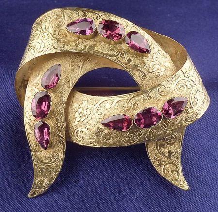 Victorian 15kt Gold and Foil-back Garnet Ribbon Brooch.: