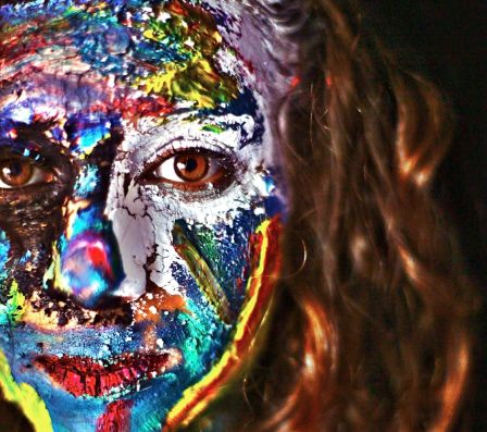 Face painting > Colorful traces LisaMilhavet