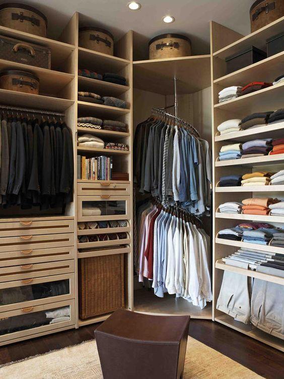 Brillante idea para aprovechar la esquina. #IdeasenOrden #closets #decoracion