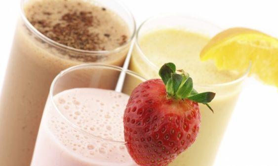 Shake de iogurte acaba com a gula e ajuda a emagrecer - Casos de sucesso - Dieta - MdeMulher - Editora Abril. Bater iogurte natural, linhaça e gelatina.
