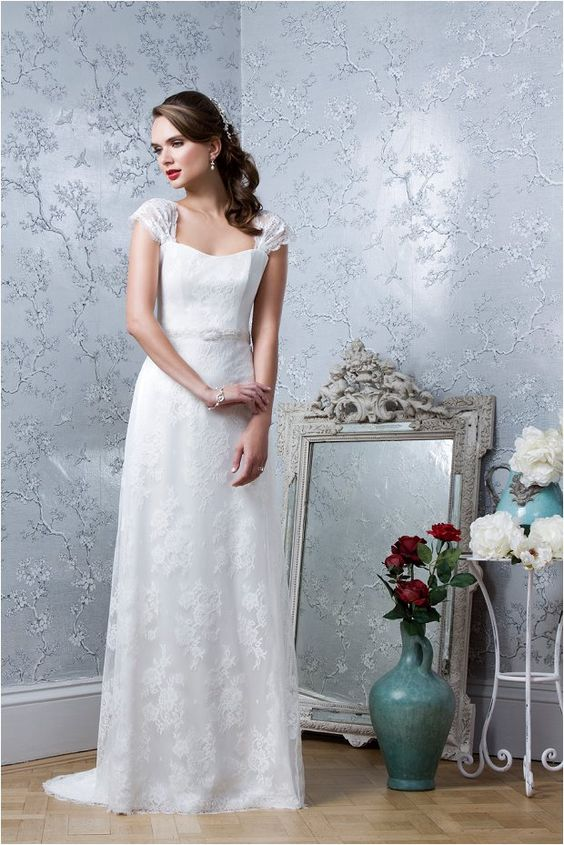 Not to be missed! The Emma Hunt Autumn Wedding Dress Sample Sale ...