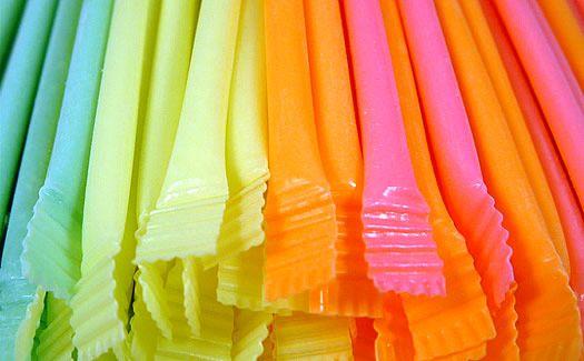 Paille bonbon sucre aromatisé - que de souvenirs ! On les achetait par dizaine a la boulangerie sur le trajet de l'école !