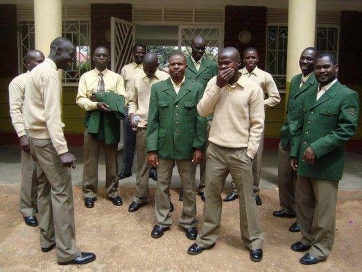 Polizei hilft Uganda mit Uniformen | Südwest Presse Online