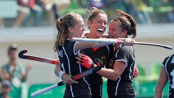 2:1 gegen Neuseeland   Hockey-Mädels haben Bronze - Olympia 2016 - Bild.de http://www.bild.de/sport/olympia/olympia-2016/deutsche-frauen-holen-hockey-bronze-47408422.bild.html