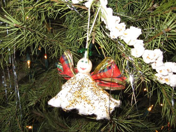 Yes, that is made of a tampon.  Like I would EVER put that on my tree!