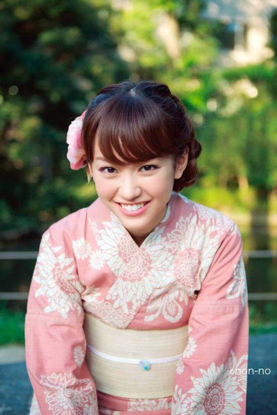 キュートな笑顔の桐谷美玲