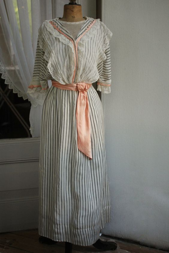 Beautiful and original antique French Edwardian dress made out of coton, silk and lace by LaChineuseFrancaise on Etsy