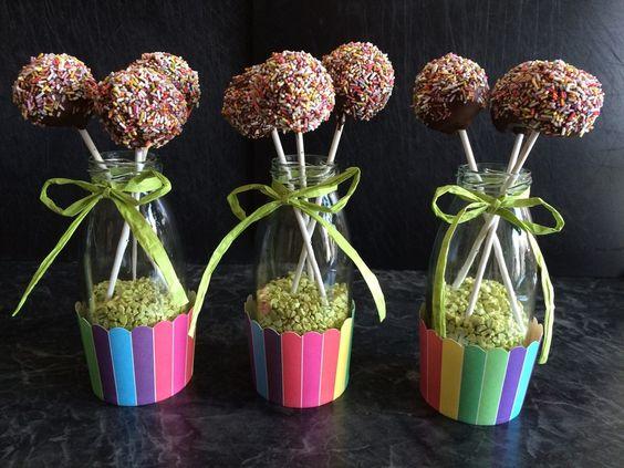 Cake Pops aus dem Cake Pop Maker, ein sehr leckeres Rezept aus der Kategorie Backen. Bewertungen: 52. Durchschnitt: Ø 4,5.
