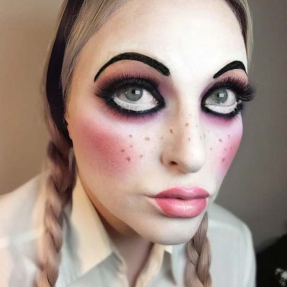 23 Easy, Last-Minute Halloween Makeup Looks: #7. CREEPY DOLL MAKEUP; #halloweenmakeup