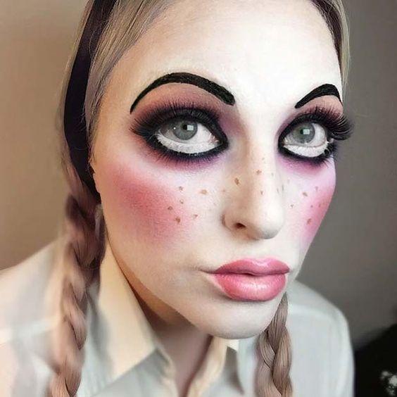23 Easy, Last-Minute Halloween Makeup Looks: #7. CREEPY DOLL MAKEUP; #halloweenmakeup