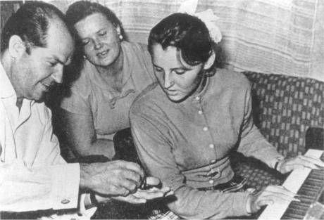 Vladimir Demikhov with his wife Lia and daughter Olga, 1960s (photograph courtesy of Olga V. Demikhova).