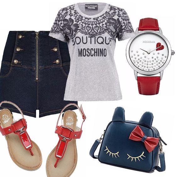 Particolarissimi gli shorts in jeans con cerniera sul davanti e bottoni. Bella la t-shirt grigia con motivo stampato. Sandali infradito flat in pelle rossa. Piccola borsa blu con fiocco rosso. Orologio con cinturino rosso, quadrante bianco, brillantini e cuoricino.