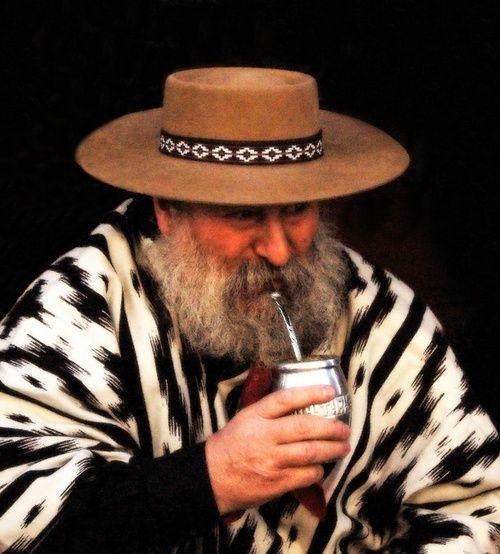 The gaucho Talas drinking mate (El gaucho Talas tomando mate) | San Antonio de Areco | Buenos Aires | Argentina - Eduardo Amorim: