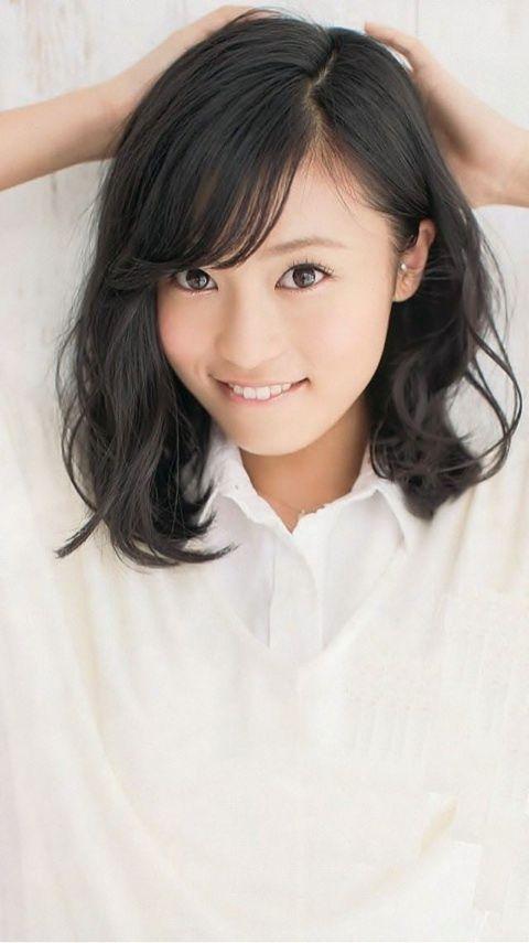 白いシャツのかわいい小島瑠璃子