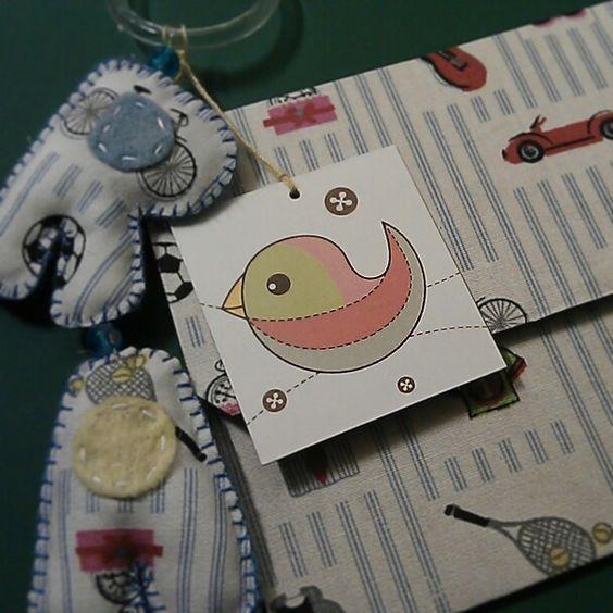 Móbile com nome + envelope de tecido = presente personalizado. #meimeiatelie