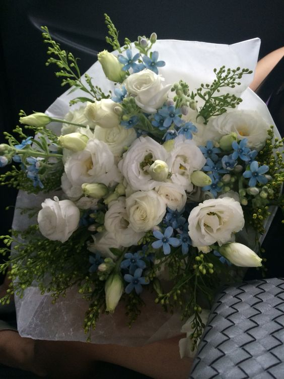 I made bouquet with lisianthus.