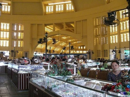 Khu bán đồ trang sức ở chợ Lớn Mới