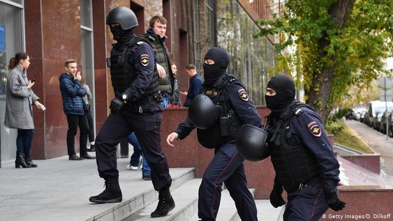 Russian police raid opposition anti-corruption group | News | DW | 15.10.2019