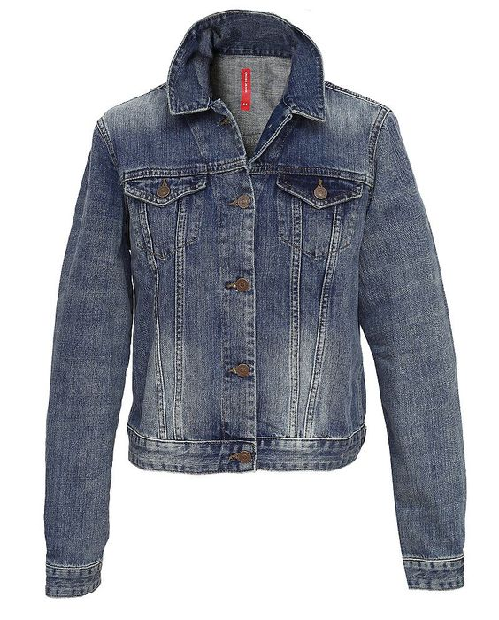 Jeansjacke von CROSS Jeans©, ein Klassiker der nie aus der Mode kommt! Die Jeansjacke mit dem perfekten Sitz, in modisch kurzer From. Aus softem, mittelblauen Denim aus 100% Baumwolle.  Material: 100% Baumwolle...