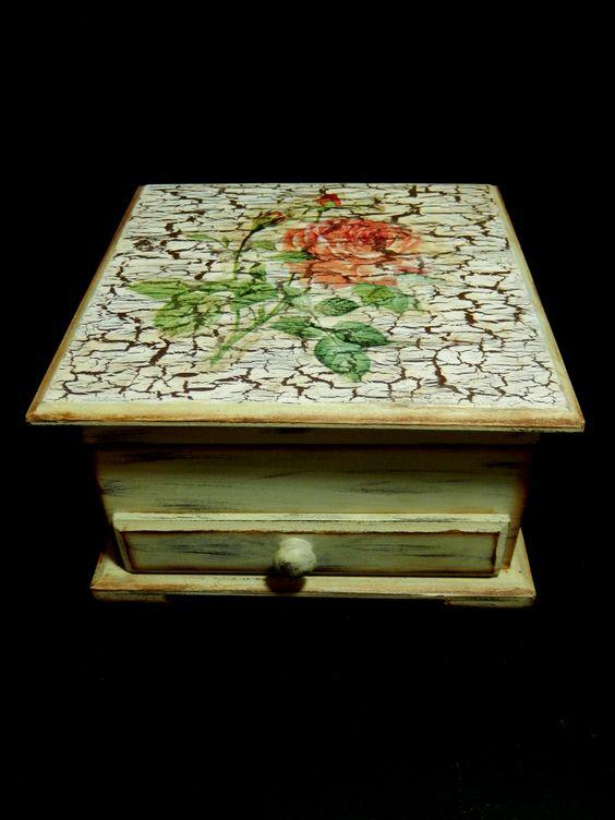 Caja de madera en craquelado con decoupage vintage - Craquelado de madera ...