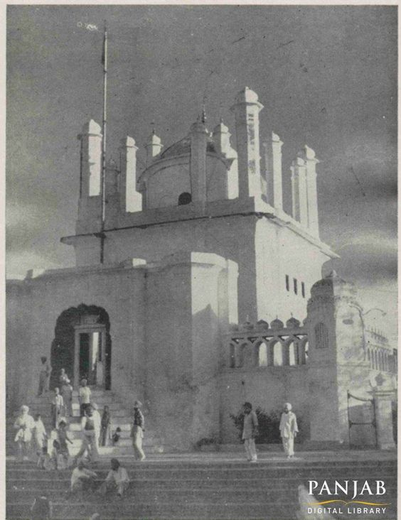 Gurduara Katalgarh Sahib, #Chamkaur Sahib, Distt.Ropar, Punjab India. The First Battle  Guru Gobind Singh ji faced in defense after leaving Anandpur Sahib (1702). Year of the picture is not known, but it looks like 60-70 year old. Thanks PanjabDigitalLibrary.