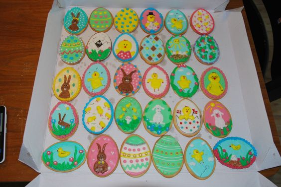Easter cookies with different flavoured Royal Icings  Påskesmåkager