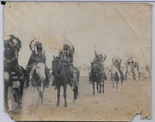Vintage-Photo-CHEROKEE-Indians-Native-American-Tribe-Oklahoma-Horses-Feathers