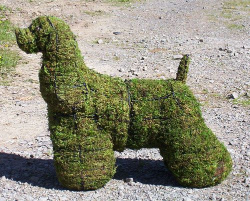 GARDEN STATUES - Moss covered cocker spaniel
