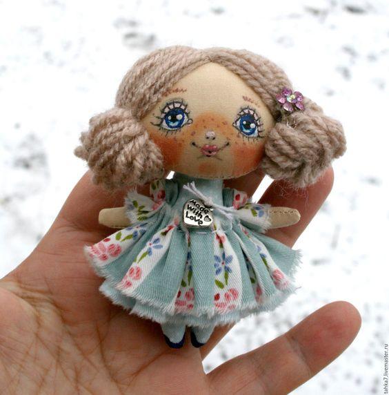 Купить Брошь девочка в голубом. Брошь куколка. - голубой, нежно-голубой, брошь девочка