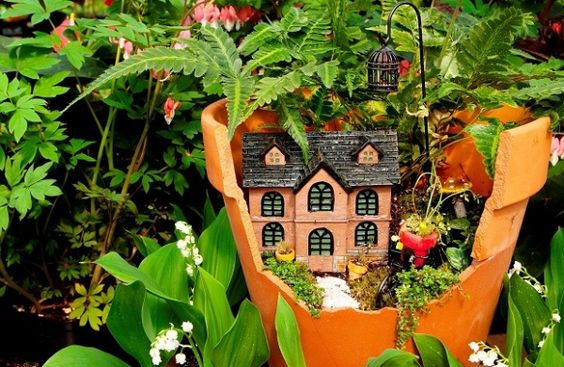 Sweet Miniature Fairy Gardens can be made with broken pots.How lovely. I always kept them as drainage for other pots-but this retains much more usefulness. C.www.Interiorholic