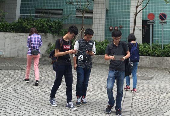 Usar el móvil mientras caminas podría ser ilegal en algunas zonas de EE.UU. Y en España? https://t.co/hsvJVEeXLx https://t.co/XODZNZ6kFG