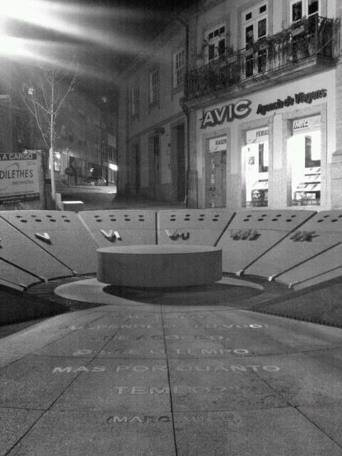Boa noite :)  o Largo da Lapa  em Arcos de #Valdevez  em modo 'preto e branco'. - http://ift.tt/1MZR1pw -