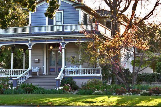 I love this porch....