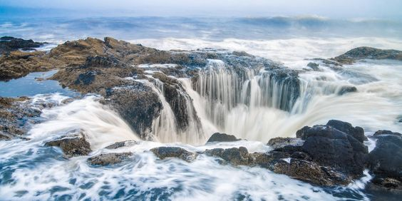 Thor's Well at Cape Perpetua, Oregon by Sascha Wise [3535x1768]