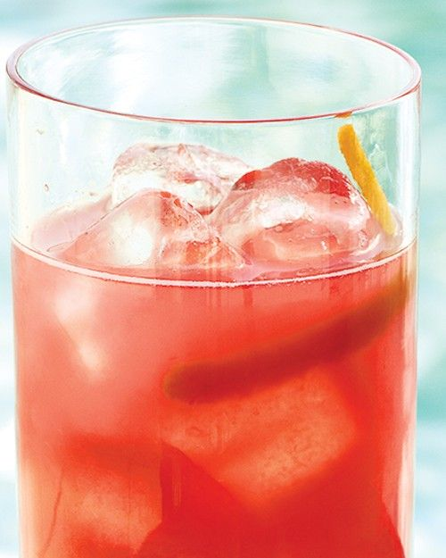 Fresh Grapefruit-Campari Cocktails by marthastewart: A sparkling spritzer made of Bittersweet Campari, tangy grapefruit juice, and club soda. Great for a party! #Grapefruit #Cocktail #marthastewart