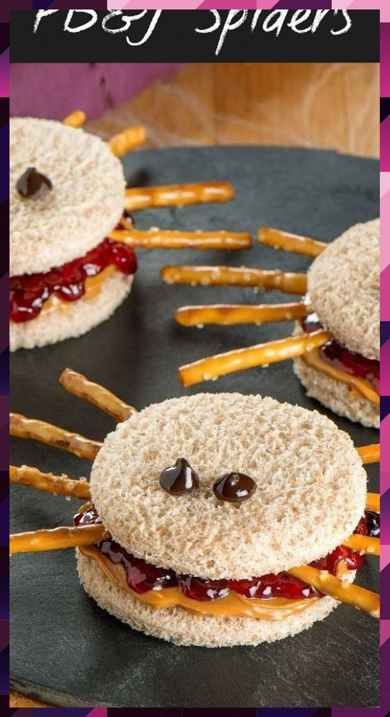 Fun Halloween Snack or Lunch idea - Peanut Butter and Jelly Spider Sandwiches. P... #Butter #fun #Halloween #idea #jelly #Lunch #Peanut #Sandwiches #snack #Spider