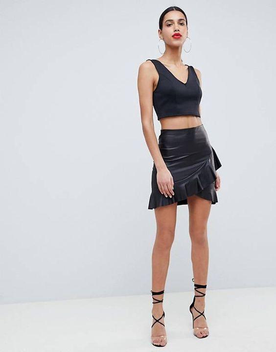 ASOS DESIGN - Mini-jupe en similicuir avec ourlet volanté