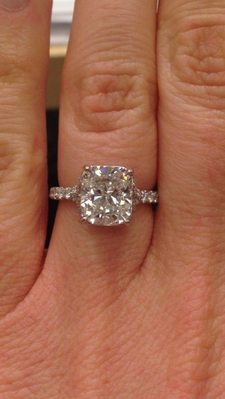 Beautiful engagement rings from around the world. Photos of engagement rings,  wedding dresses, wedding cakes and more.