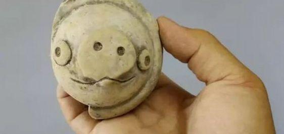 Oud beeldje lijkt op 'Angry Birds'-varken