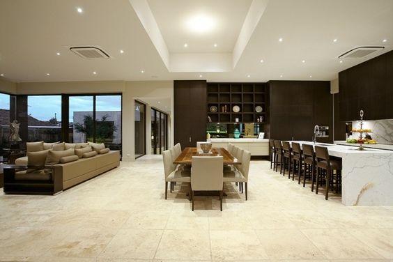 revêtement de sol en pierre naturelle travertin pour la cuisine avec coin repas