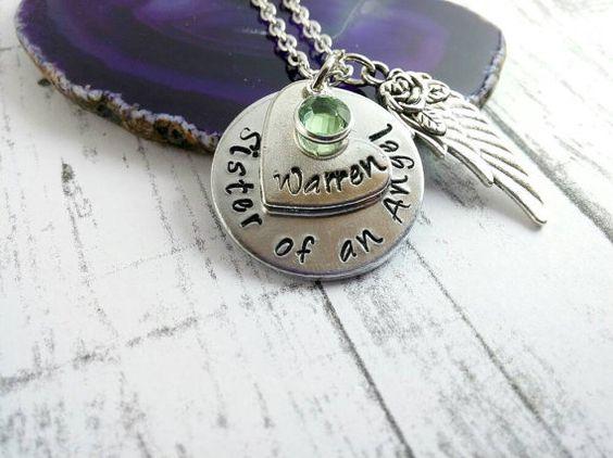 Hermana de un collar de Angel ~ personalizado Memorial ~ recuerdo ~ simpatía joyas ~ pérdida de hermana hermano ~ nombre personalizado ~ ala de Ángel ~ N #76
