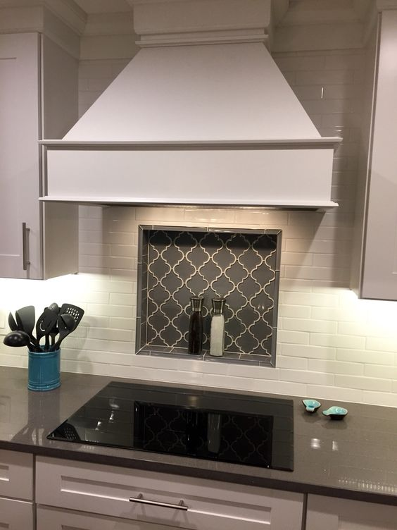 Arabesque tile arabesque tile backsplash and in kitchen for Arabesque tile backsplash